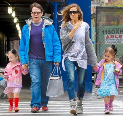 """Мэттью Бродерик (57) и Сара Джессика-Паркер (54) Один из самых крепких союзов Голливуда в 2008 году едва не разрушился после сообщения об измене актера. Звезда фильма """"Инспектор Гаджет"""" папарацци поймали с поличным: его соблазнила неизвестная 25-летняя официантка."""
