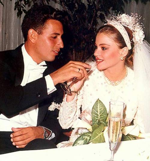 Звезды, которые сыграли свадьбу сразу после школы