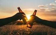 Алкоголь и лишние килограммы способствуют долголетию - ученые
