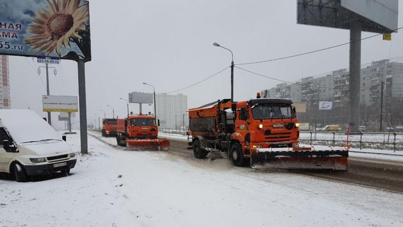 Более 1,1 тыс. единиц техники задействовали для уборки снега на дорогах региона за сутки