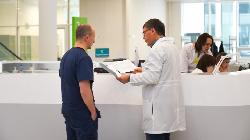 Еще двух вылечившихся от коронавируса пациентов выписали в Московской области