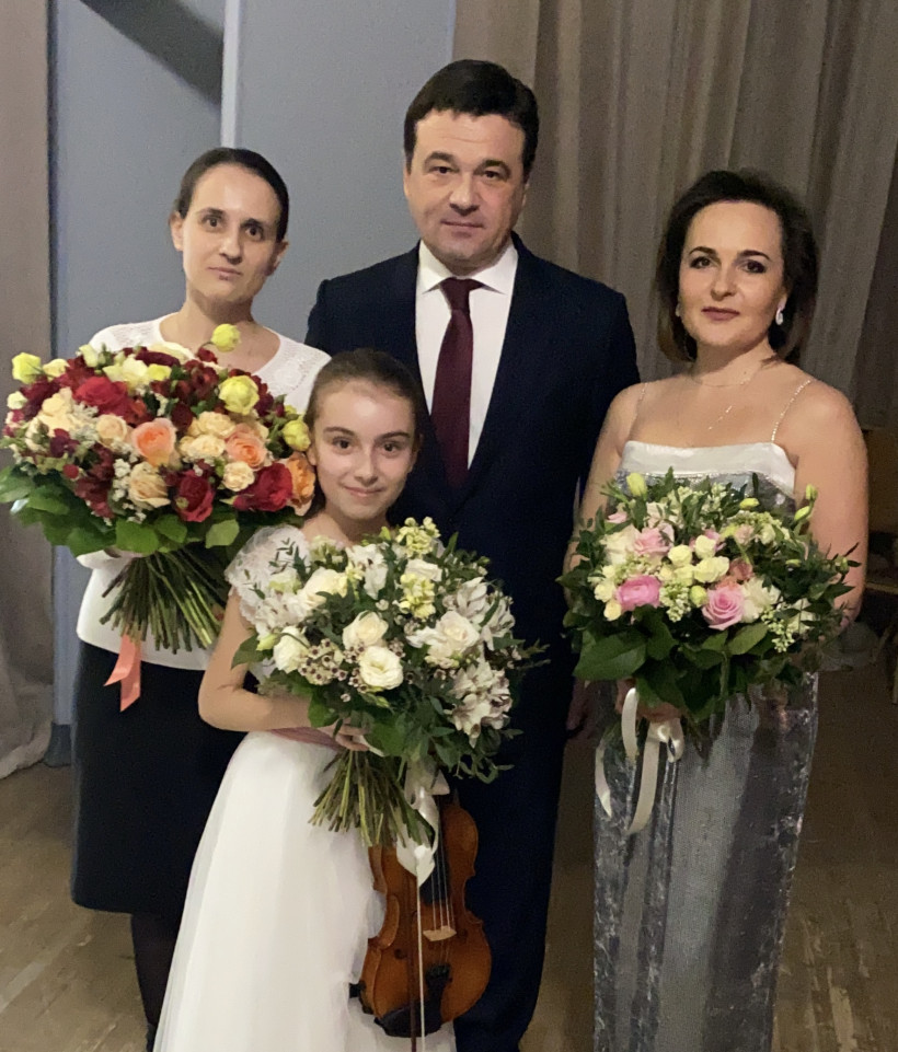 Губернатор пожелал успешного выступления на фестивале в Швейцарии юной скрипачке из Чехова