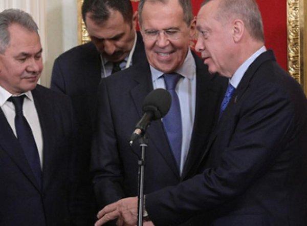 МИД РФ отреагировал на публикации турецких СМИ о признании Лаврова в любви к Эрдогану