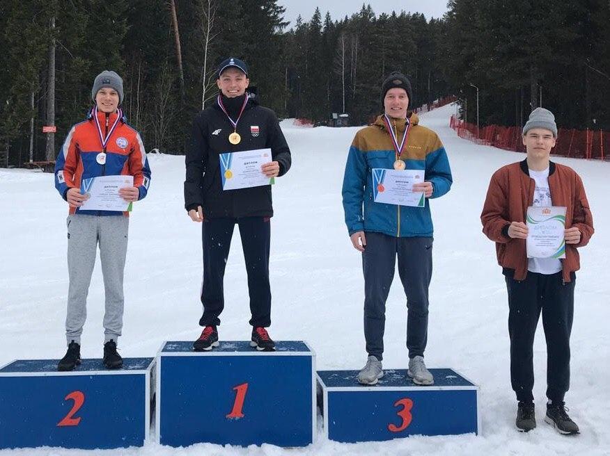 Подмосковные лыжники завоевали 2 золота на всероссийских соревнованиях по фристайлу