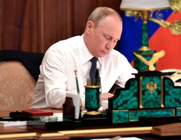 Путин подписал поправки в Конституцию, которые позволят ему сохранить власть до 2036 года