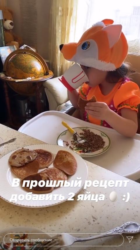 """""""Родилось еще два ребенка"""": Юрьева из """"Уральских пельменей"""" засветилась без нижнего белья"""
