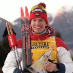 Россиянин Александр Большунов досрочно выиграл общий зачёт Кубка мира по лыжным гонкам