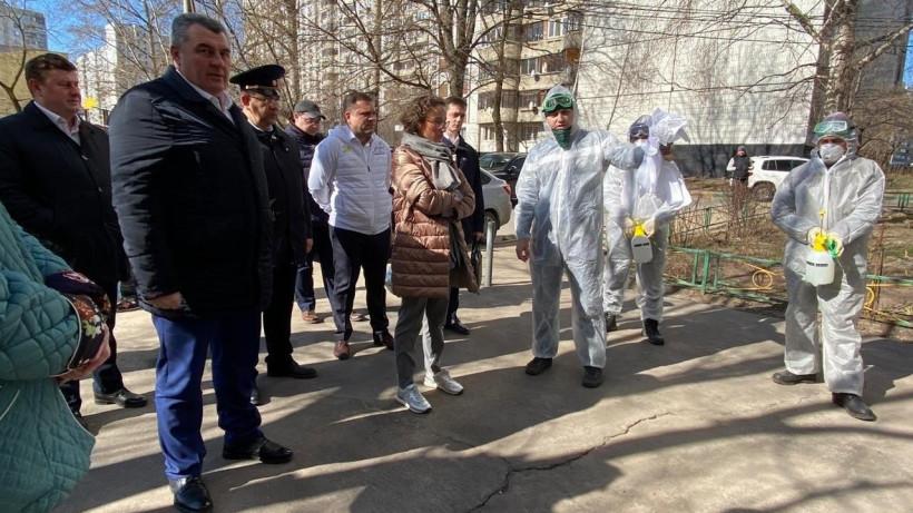 Руководитель Госжилинспекции Подмосковья проверила работу по дезинфекции подъездов