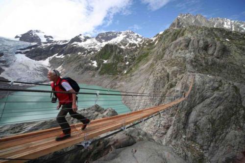 4. Мост Трифт в Швейцарии — это самый длинный подвесной пешеходный мост в Альпах. Он расположен над озером Трифтзе, а его длина — 170 метров.