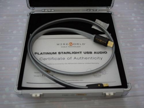 9. Платиновый кабель HDMI Starlight 7 – 4 000 долларов Примерно по цене четырех совершенно новых телефонов iPhone вы можете приобрести «премиум» кабель HDMI длиной 1,8 м для вашего телевизора или для компьютерного монитора. На вебсайте WireWorld кабель длиной 1 метр можно купить за 1 000 долларов, а кабель длиной 7 метров за колоссальные 4 000 долларов. Кабель состоит из двойной спирали кабелей, обернутых во внешнюю изоляцию по всей длине. Разъемы из углеродного волокна с наконечниками из чистого серебра для оптимальной проводимости. Компания утверждает, что ее кабель «самый совершенный кабель HDMI». Часто этот кабель выбирают для высококачественных систем домашнего кинотеатра, поскольку он обеспечивает великолепное качество звука и цвета, но при этом безумно дорогой. Не у всех будет возможность испытать этот кабель стоимостью 4 000 долларов.