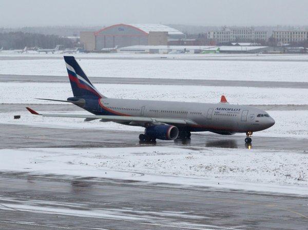 В России сразу три самолета совершили экстренную посадку утром во вторник