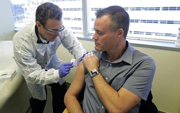 Вакцину от коронавируса начали испытывать на людях