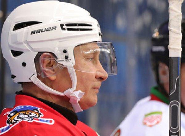 «Врезаться нельзя»: актёр Бурковский рассказал о правилах игры в хоккей с Путиным