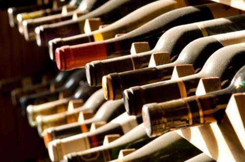 Вино Рост цен на коллекционные вина превосходит динамику роста стоимости золота и нефти. По такому поводу в Великобритании даже создан специализированный фонд, занимающийся инвестициями в вина из Бордо Шато, производящих строго лимитированное количество напитка.
