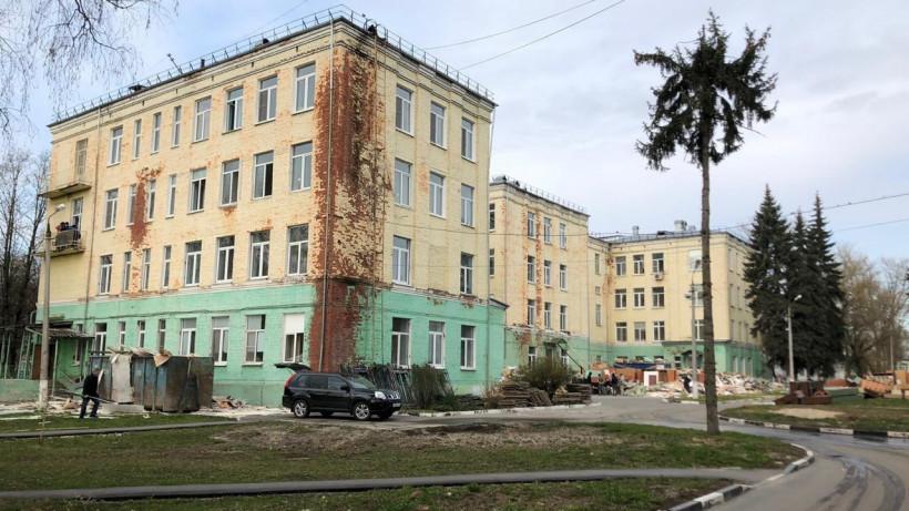 Более 380 человек задействовано на работах по созданию инфекционной больницы в Коломне