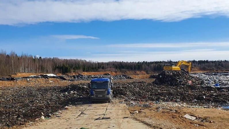Более 5 тыс. тонн отходов вывезли с площадки временного накопления в Рузском округе за неделю