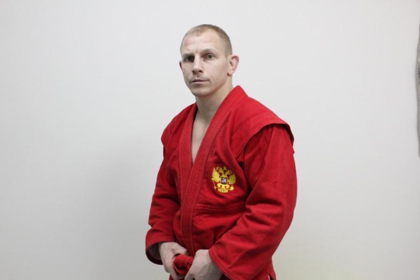 Дмитрий Кучаев стал ведущим онлайн-тренировки «Живу спортом»