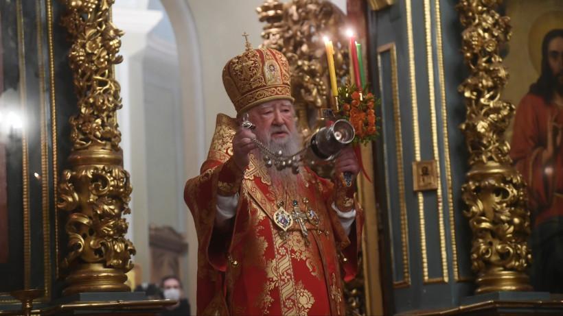 Митрополит Крутицкий и Коломенский Ювеналий провел для верующих пасхальную службу онлайн