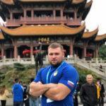 Многократный чемпион России в толкании ядра Максим Афонин стал ведущим онлайн-тренировки «Живу спортом»
