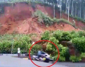 Мужчина спасся при сходе оползня, принеся в жертву свой мотоцикл