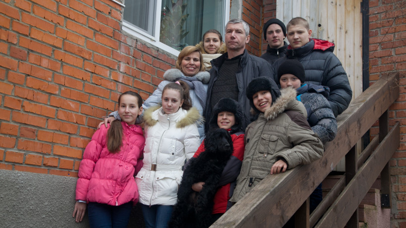 Почти 500 детей-сирот из Московской области обрели семью в 2020 году