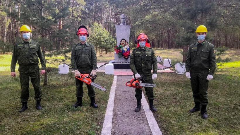 Подмосковные лесничие благоустраивают свыше 60 военных мемориалов