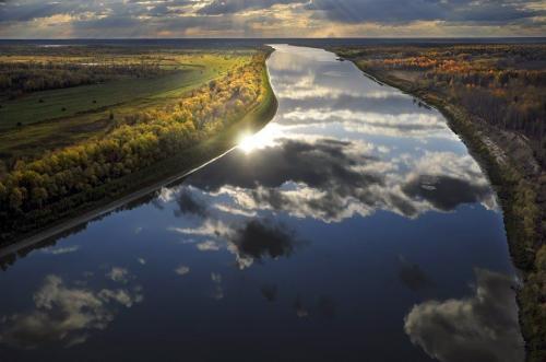Помимо длины, Иртыш обладает и существенной глубиной, которая достигает местами 20 метров. Здесь активно рыбачат, отдыхают. Богатый природный мир реки сохранился, несмотря на антропогенное воздействие.