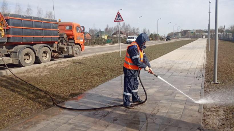 В Московской области подмели и вымыли свыше 47 млн кв. м. проездов и тротуаров за неделю