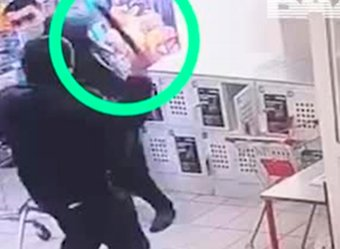 В Москве покупатель с мачете напал на охранника в магазине