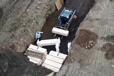 В Нью-Йорке жертв COVID-19 хоронят в братских могилах: режим бедствия объявлен во всех штатах США