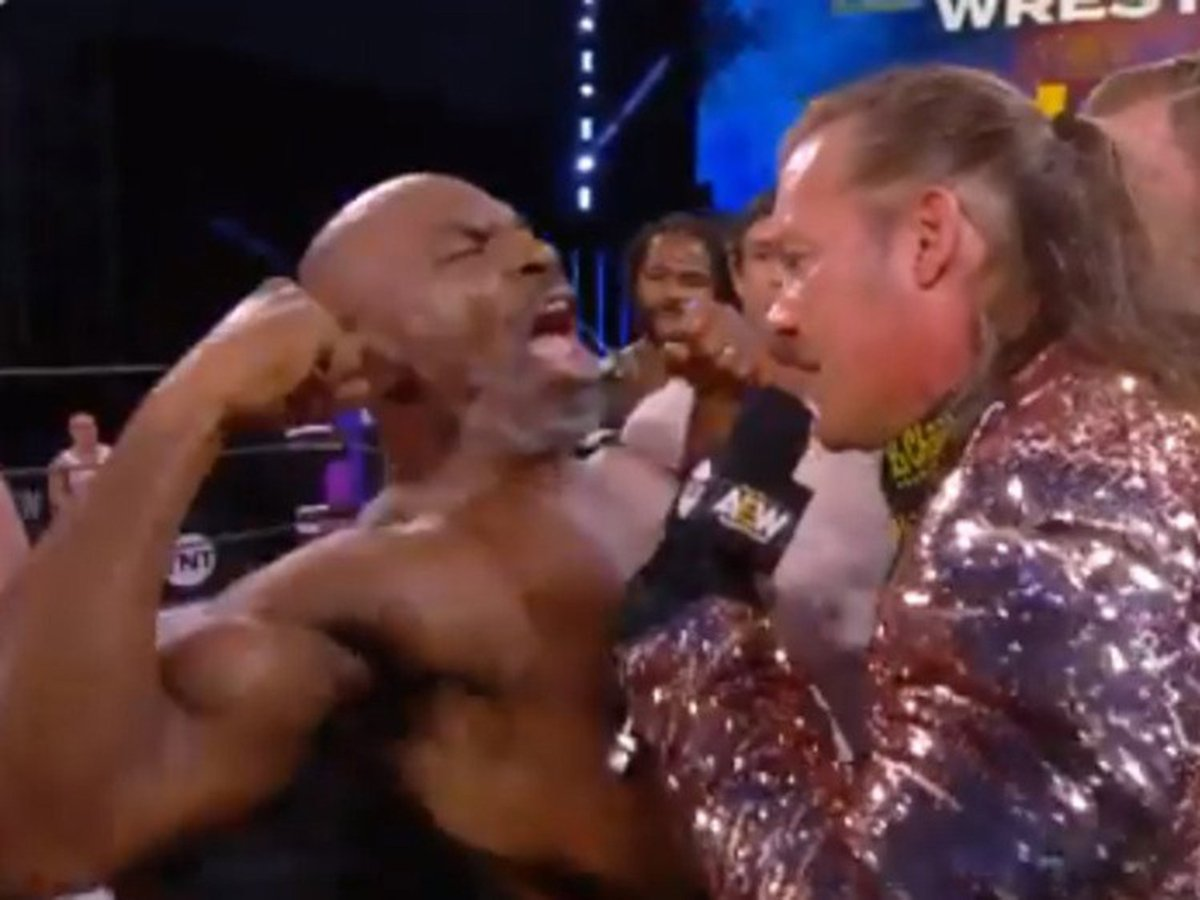 53-летний Майк Тайсон устроил массовую драку на рестлинг-шоу
