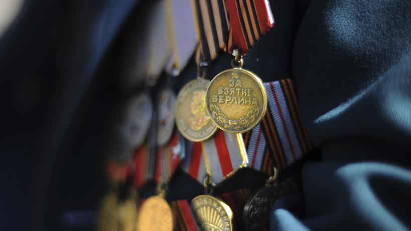 Андрей Разин поздравил ветеранов с Днем Победы