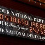 Мир избавляется от госдолга США