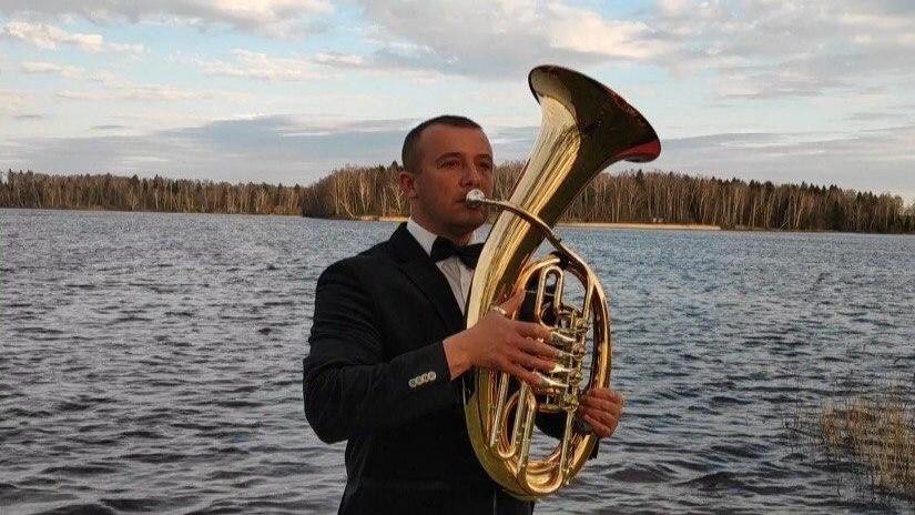 Губернаторский оркестр на «удаленке»: музыка сквозь шляпу и договор с соседями