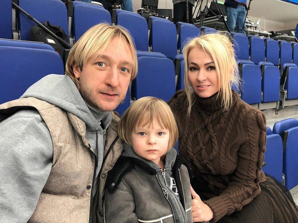 «Я что вам дурачок?»: семья Плющенко гневно ответила на гадости в адрес сына