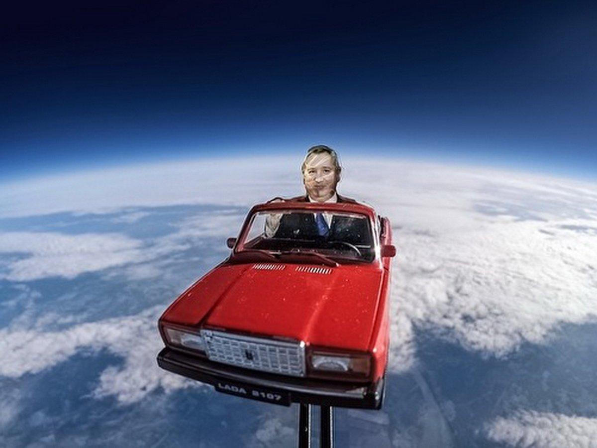 «Как тебе такое, Дмитрий Рогозин?»: соцсети о запуске корабля Илона Маска в мемах и шутках