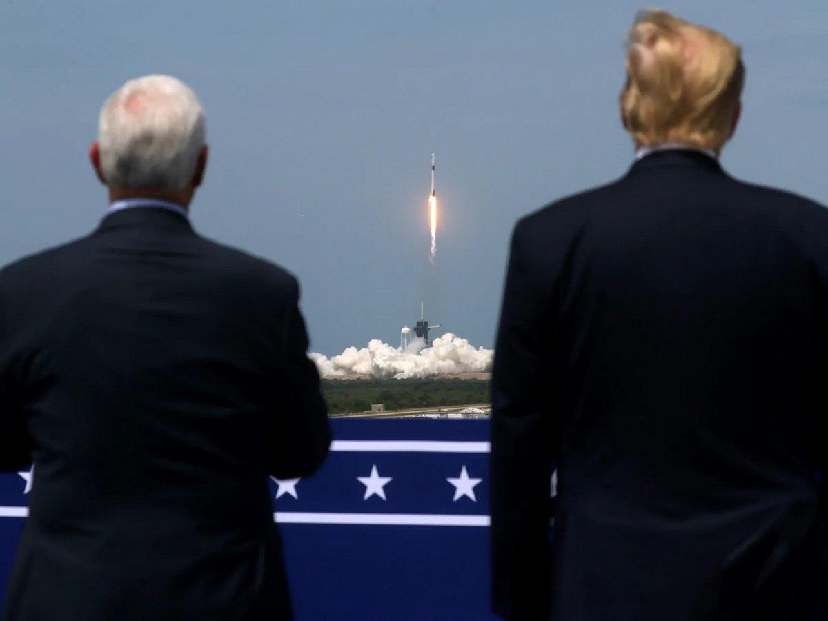 Корабль Crew Dragon Илона Маска успешно стартовал к МКС