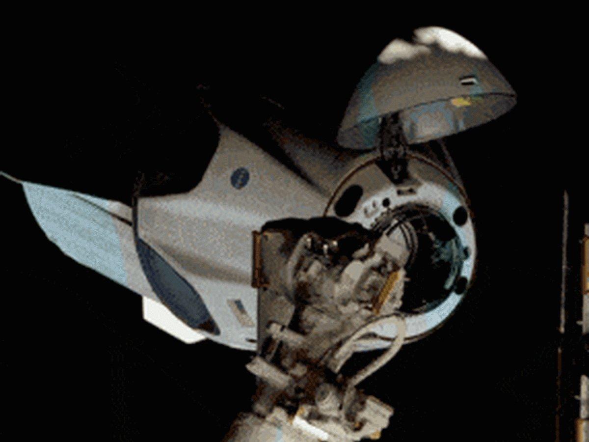 Корабль Crew Dragon состыковался с МКС: онлайн трансляция велась на Youtube-канале NASA