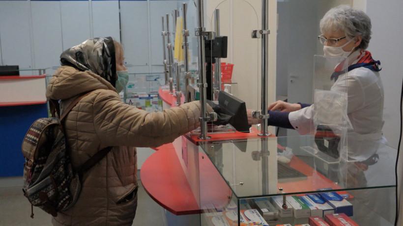Покупка медицинской маски в аптеке