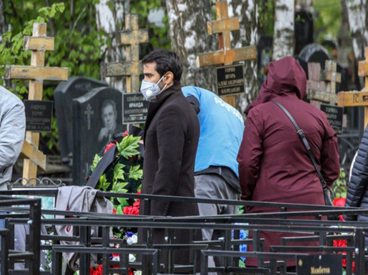 «Не опаснее гипермаркетов»: в Петербурге требуют разрешить посещение кладбищ
