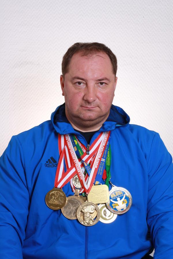 Онлайн-тренировка «Живу спортом» с Владимиром Сущаком завершила четвертую неделю занятий для «Активн...