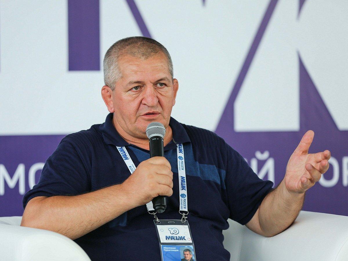 Отца Хабиба Нурмагомедова подключили кИВЛ