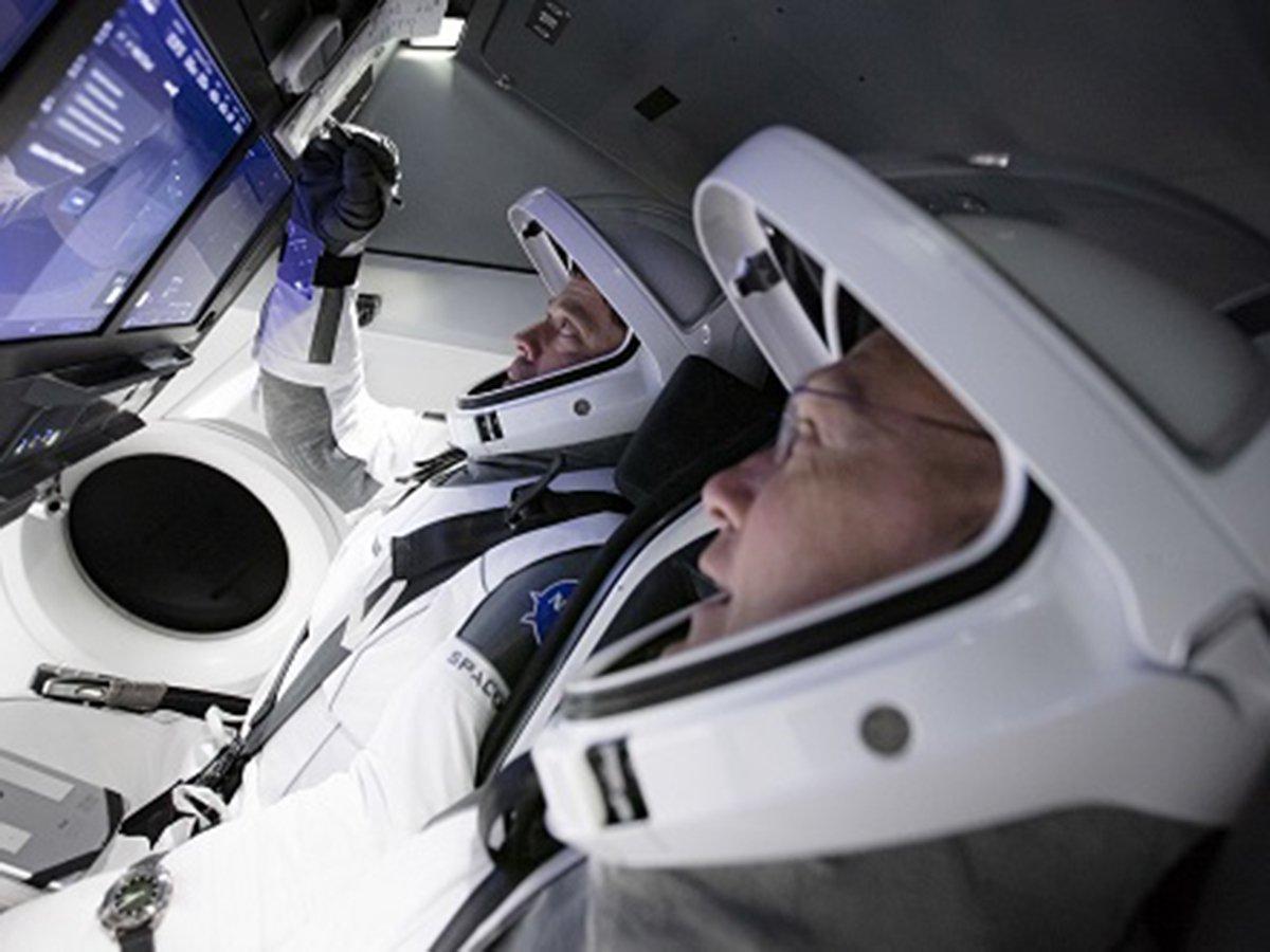 Первый пилотируемый запуск SpaceX отменили из-за погоды за 16 минут до старта