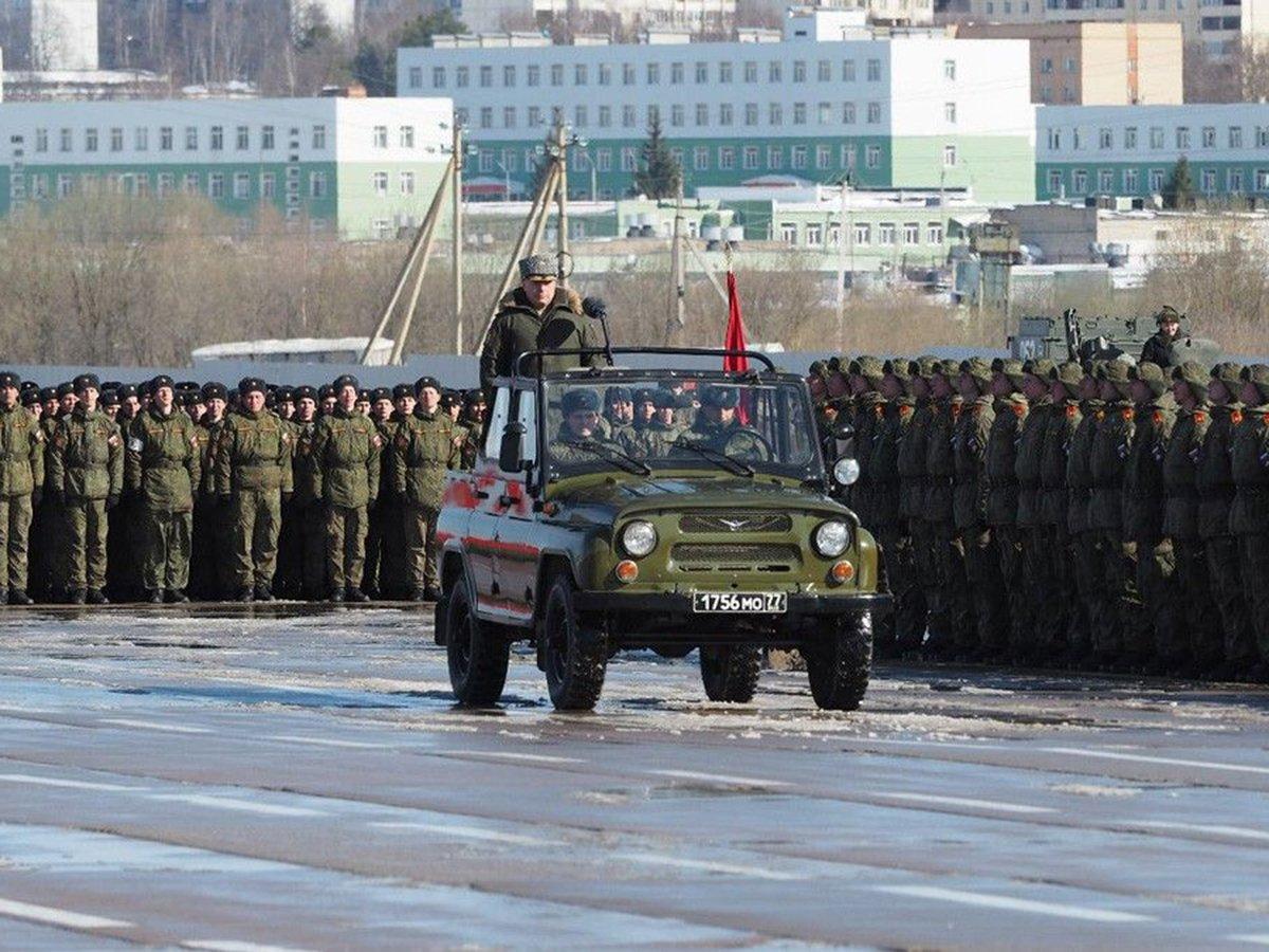 «Проект»: во время репетиций парада Победы сотни военных могли заразиться COVID-19