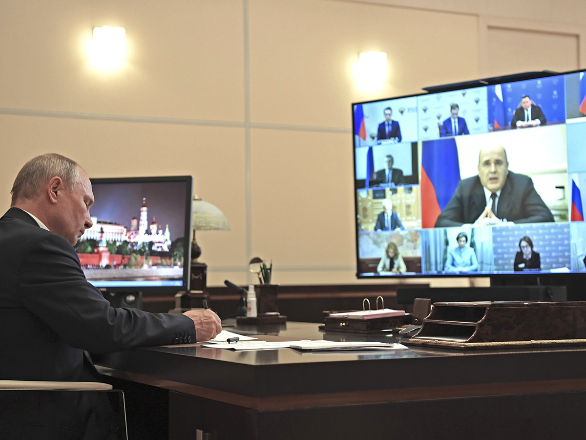 Путин снова устроил разнос Кабмину за выплаты медикам и заинтересовался курсом рубля