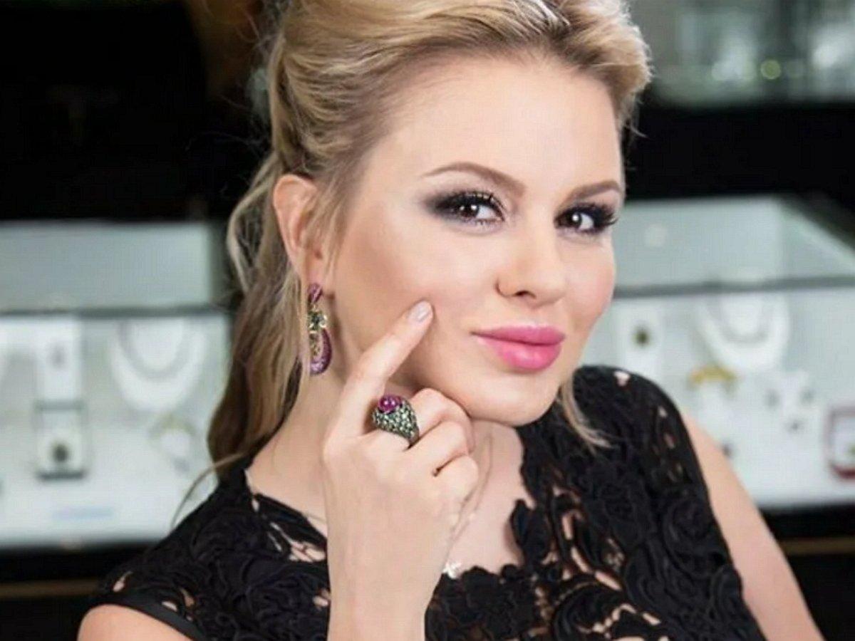 Растолстевшая Семенович шокировала фанатов фото с карантина