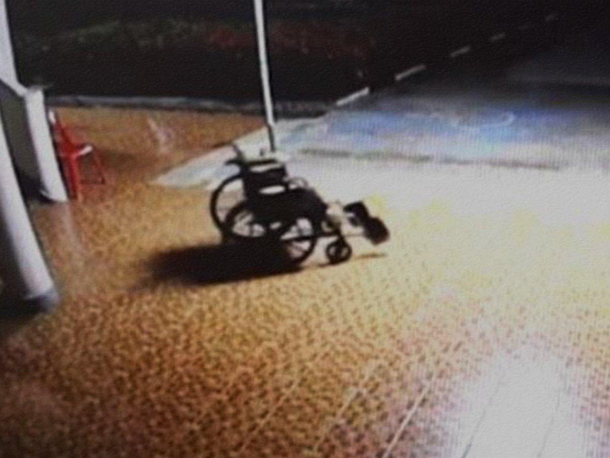 Сеть напугало видео призрака в инвалидной коляске