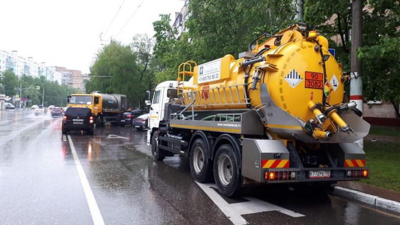 Службы ЖКХ, МЧС и дорожники ликвидируют последствия ливня в Московской области