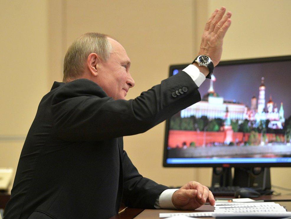 «Слыш, работать!»: отменив режим нерабочих дней, Путин запутал россиян и породил мемы