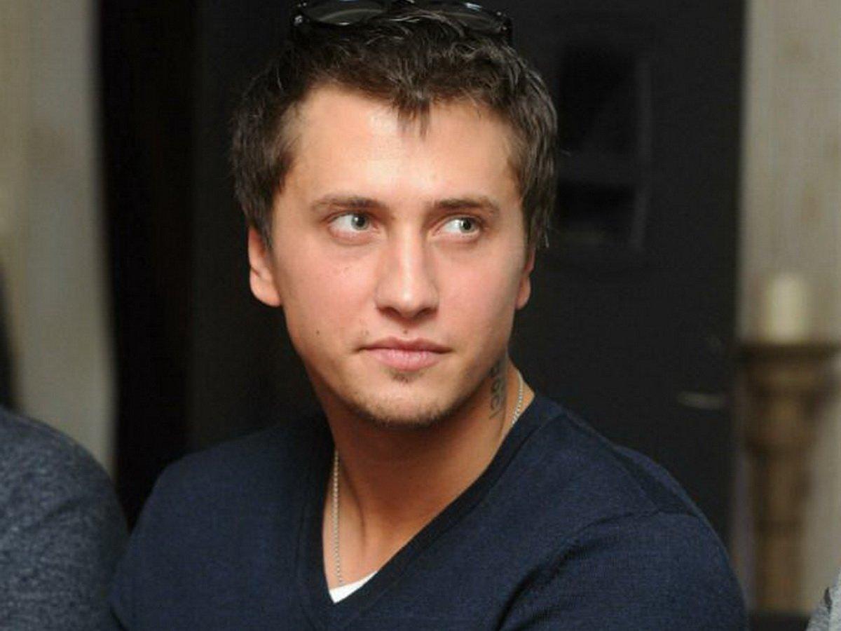 СМИ нашли фото Павла Прилучного до пластики ушей